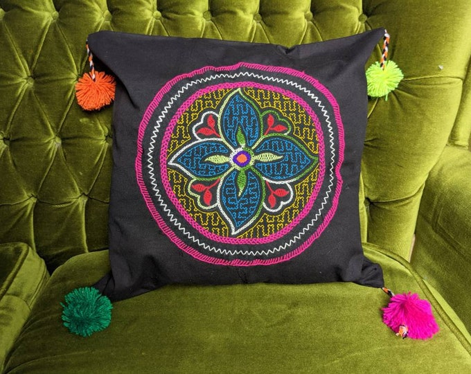 SHIPIBO decorative PILLOW COVER with pom-pom plus pillow optional