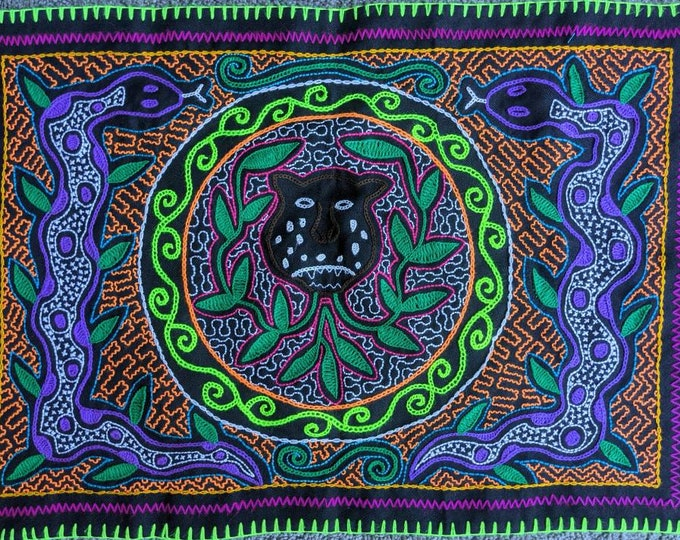 Authentic JAGUAR SHIPIBO handmade embroidery tapestry sacred altar cloth shrine fabric