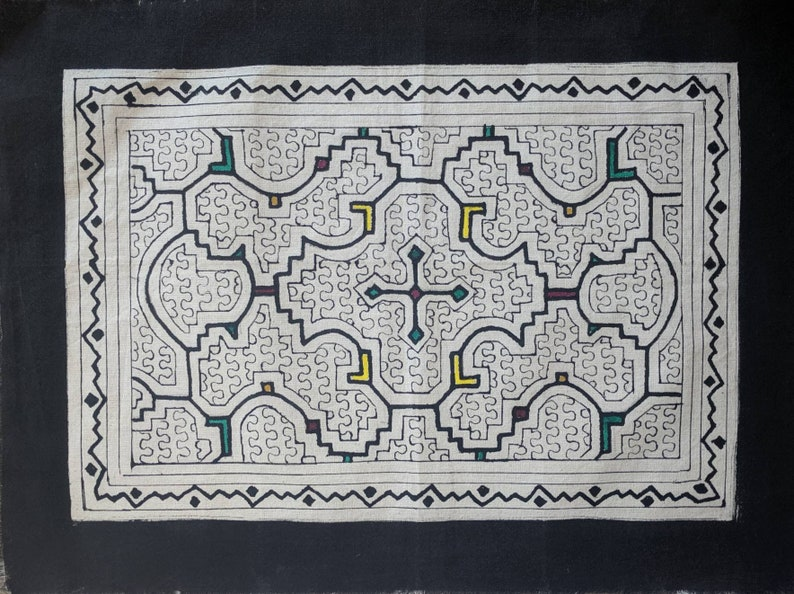 17x 12.5 un  43x32 cms handpainted SHIPIBO cloth