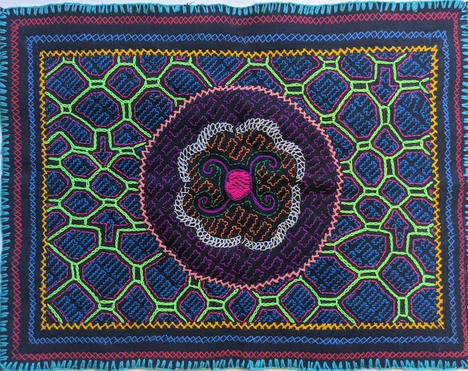"""AUTHENTIC SHIPIBO Ceremonial cloth Maya Kene ancestral information inspired on AYAHUASCA vision hand embroidered 18.1""""x14.25"""" 46x36cms"""