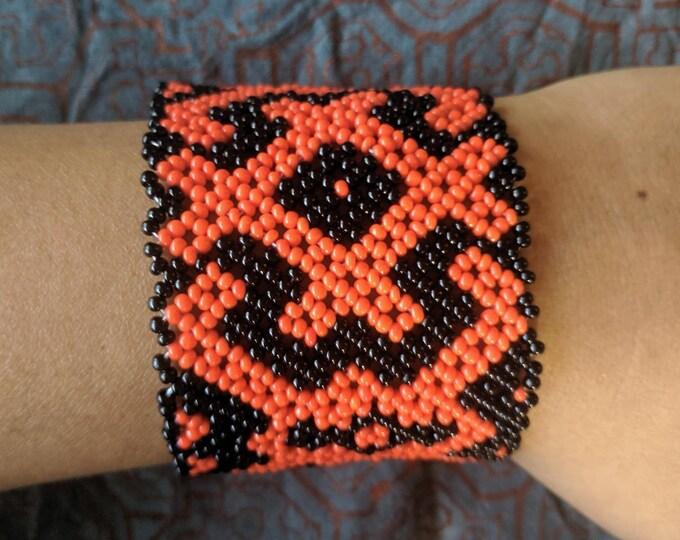BEADED SHIPIBO  Bracelet Xao Kené ancient wisdom information