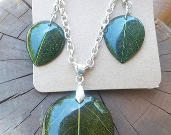 Nature themed necklace and earring set.