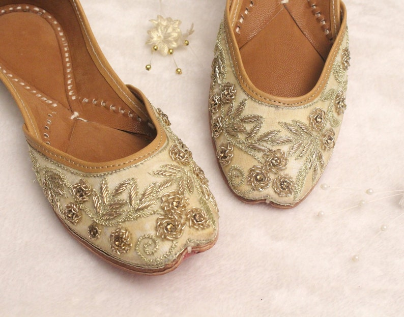 0099e9ea8c7 Bridal Flat Shoes Wedding Women Lehnga Gold Jutti Shoes Indian