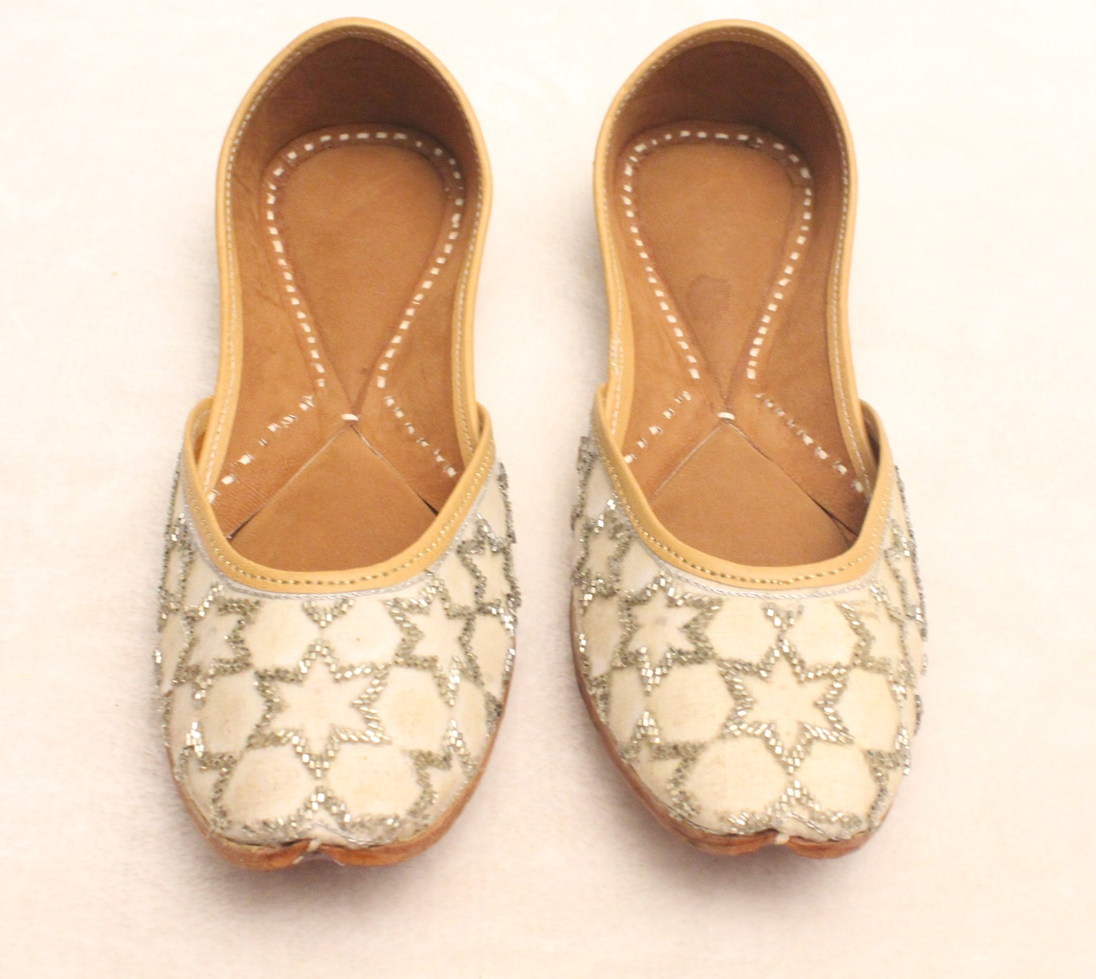 white shoes/women bridal wedding silver star jutti shoes/punjabi flats/silver ballet flats/khussa shoes/fancy juti shoes/
