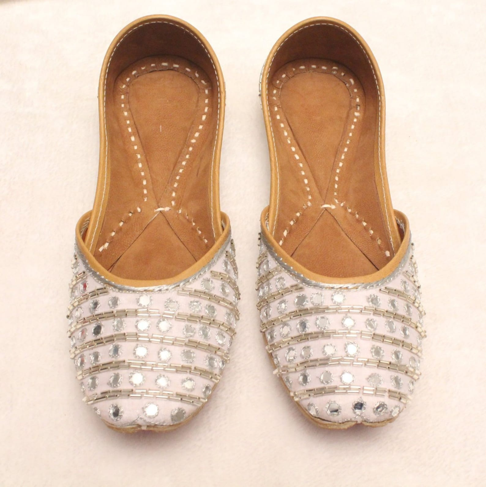 women shoes/punjabi jutti/silver indian shoes/indian leather shoes/ballet flats/silver sequence shoes/handmade bridal khussa wom