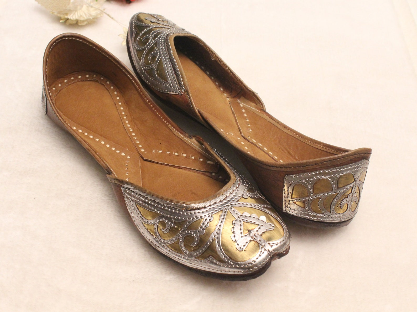 women leather flat shoes/indian shoes/punjabi jutti/summer traditional flat shoes/ballet flats/muslim shoes/bridal khussa women
