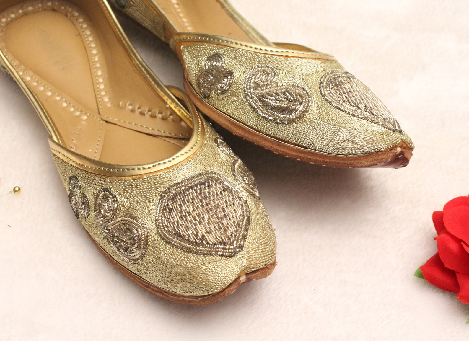 women gold shoes bridal wedding/indian gold jutti shoes/gold wedding flats/gold ballet flats/jasmine shoes/khussa shoes/rani sho