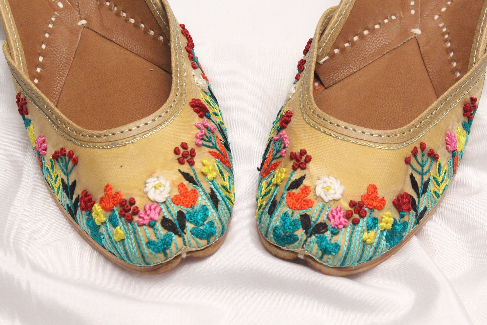 gold floral shoes bridal wedding/women gold jutti shoes/indian wedding flats/gold ballet flats/khussa shoes/punjabi shoes us siz