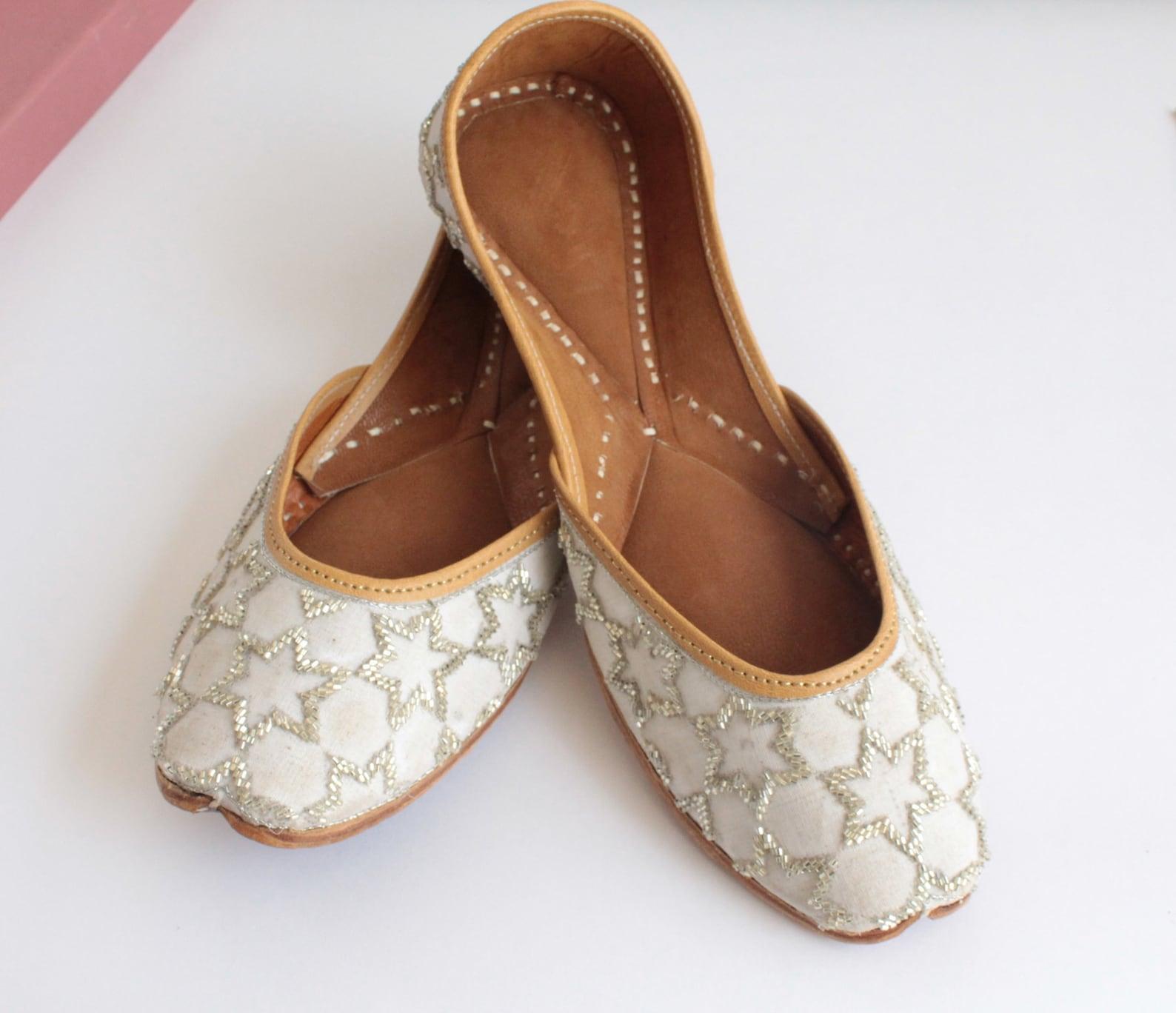 white shoes/women bridal wedding silver star jutti shoes/punjabi flats/silver ballet flats/khussa shoes/fancy juti shoes/
