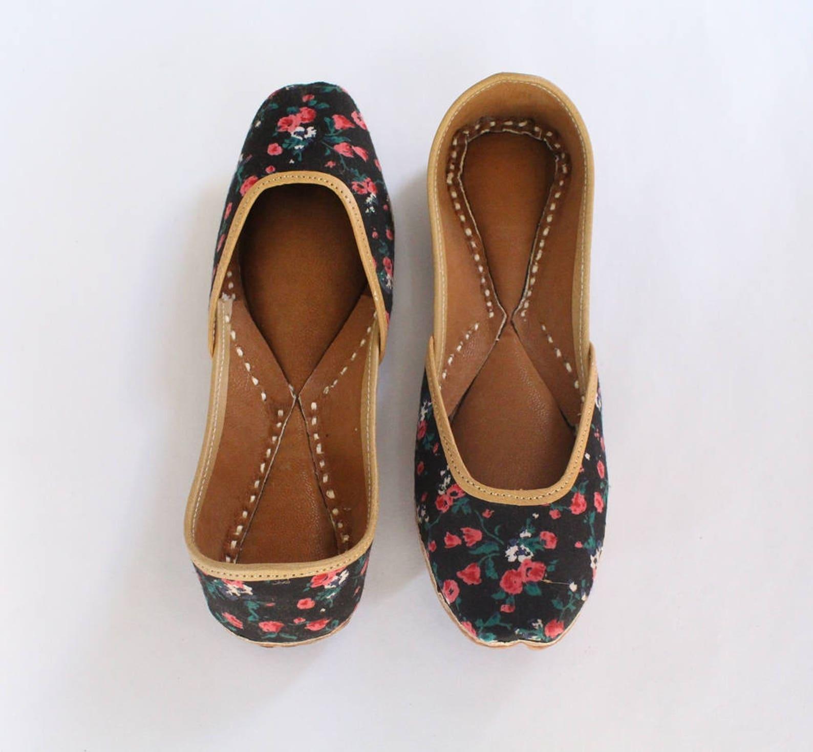 women shoes/punjabi jutti/floral flat shoes/indian leather shoes/ballet flats/muslim shoes/handmade bridal khussa women sandals