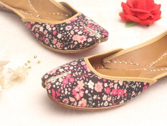 Women Shoes FlatsPunjabi JuttiFloral Flat ShoesIndian Leather ShoesBallet FlatsMuslim ShoesHandmade Bridal Khussa Women Sandals