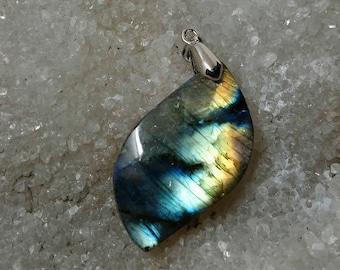 LABRADORITE blue and yellow 11.60 g - leaf pendant
