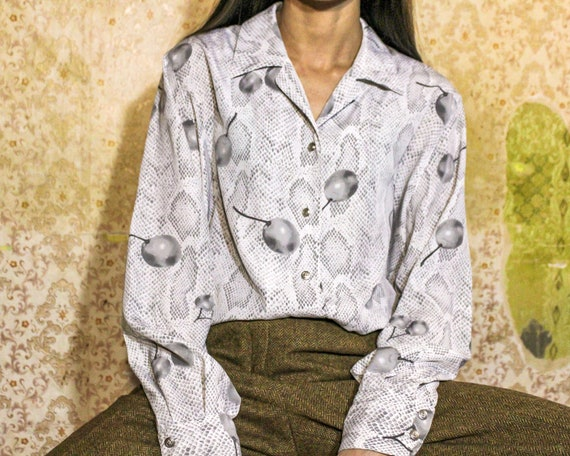 Vintage blouse Burberrys Gray patterned button up