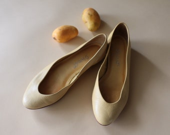 Vintage Nine West Size 5.5 Buttery Soft Yellow Leather Ballet Flats