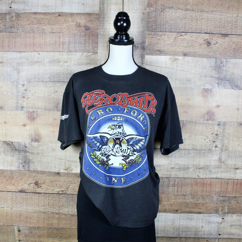 Rock Off Aerosmith Steven Tyler Joe Perry Boston MA Official Tee T-Shirt Mens Unisex