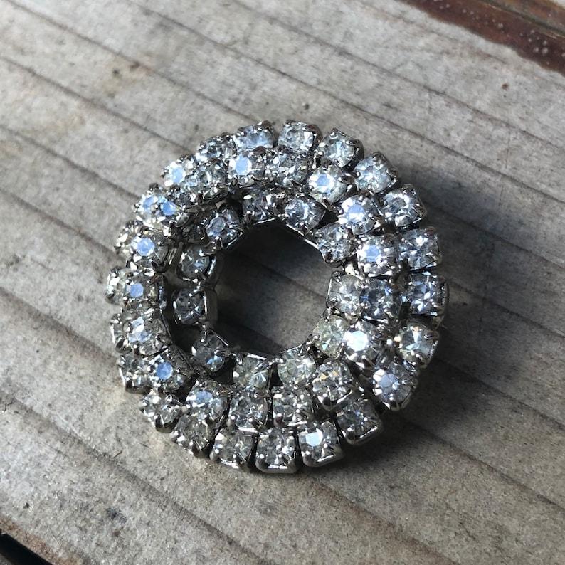 Vintage rhinestone circle brooch Crown brooch in rhinestones and silver metal.