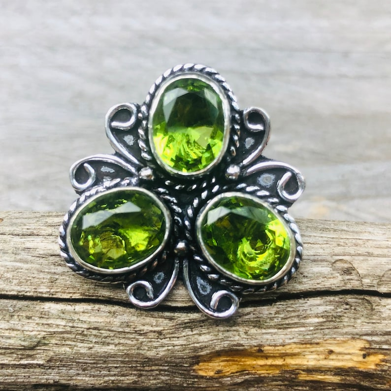 size 8 US Ring in peridot and silver 925 size 57