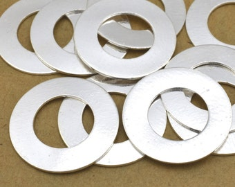 10 Silver flat circles stamping blanks for jewelry making, Silver plated washers, jewelry connectors 18mm / 10mm hole