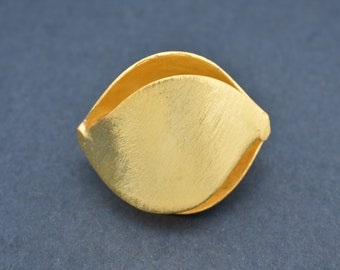 30mm - 1pc Gold plated flower bud design beads, brushed finish metal beads