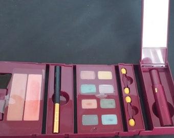 Avon Ultra wear makeup kit