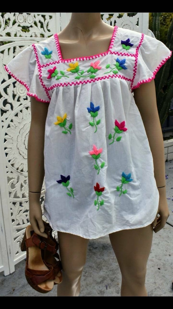 ViNtAgE 70's Mexican embroidered blouse with exagg