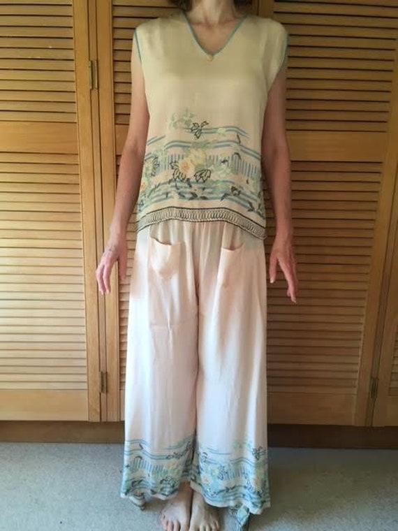 AUTUMN SALE Authentic vintage 1920s pink silk lou… - image 1