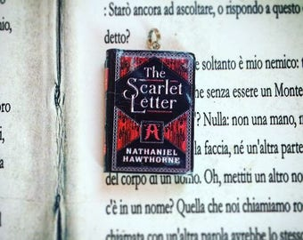 "/Collana pendant miniature Book ""The Scarlet Letter"" ""The Scarlet Letter"""