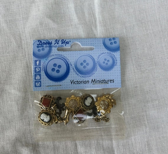 DRESS IT UP Buttons Victorian Miniatures 101 Vintage Cameos Gold
