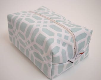 Box pouch, baby diaper pouch, toiletry bag, travel bag, cosmetic case, diaper case, accessory bag, zipper pouch.
