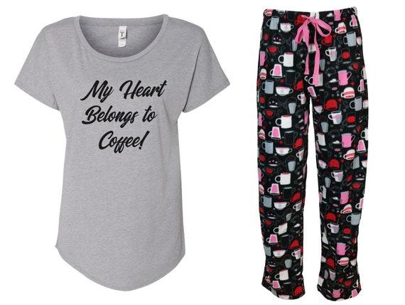Mijn hart behoort tot koffie pyjama set maar eerste koffie, koffie liefhebber, ochtend persoon, fleece pyjama set, gedrukte PJ broek, koffie drinker
