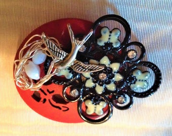 Beautiful birds nest Brooch