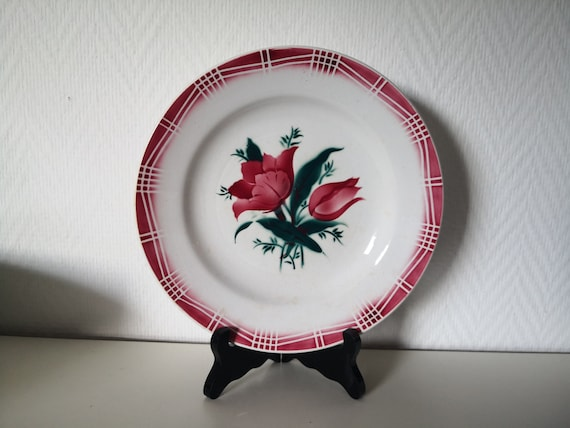set of 7 flat plates ceramic vintage of Saint amand saint amandinoise  series christine red and white  French vintage