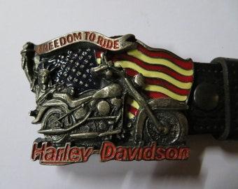 Vintage des années 90 Harley Davidson « Freedom to Ride » Black ceinture en  cuir avec détails argent, rouge, blanc et bleu unisexe dc423506fd0