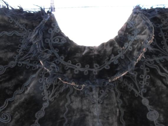 Victorian cape, black embroidered velvet, origina… - image 8
