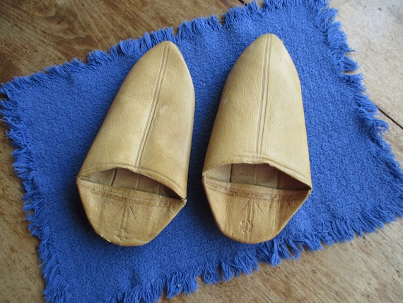 Vintage handmade moroccan yellow leather babouche