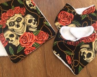 Skull and roses bib and bruping set