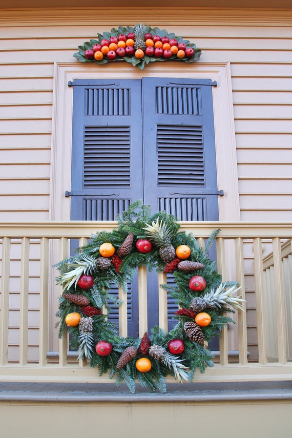 Colonial Williamsburg Christmas.Bryan House At Christmas Pineapple Wreath Hospitality Colonial Williamsburg Duke Of Gloucester St Photograph Christmas Cards