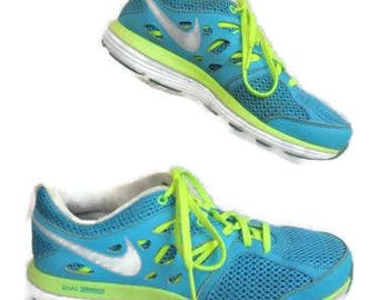 Nike Size 8 Med Light Weight Sneakers, Comfortable, Cross Trainers