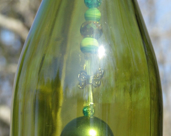 Green/Gold Wine bottle wind chime, wine gifts, Butterfly pendant, wine lovers, gifts for him,  gifts for her, home decor garden patio decor