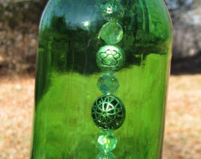 Green beer bottle wind chime, fancy sparkling beads, Golden Retriever pendant, beer gifts, dog lovers, housewarming gift, garden patio decor