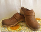 Distressed Vintage Leather Clogs. Boho clogs. Real Wood Heel and Platform. 70s vibe clogs. Groovy Clogs Leather Mules