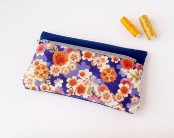 Case / padded pouch (Japanese cherry/blue marine_violet_beige patterned fabric)