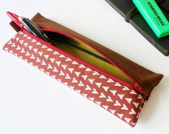 Pencil case / pouch for pens (patterned fabric arrow / marron_vert_rouge)