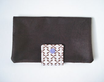 Checkbook / wallet in faux leather chocolate colour