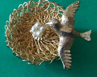 Adorable Gold Wire Wrap Seed Pearl Bird Nest Brooch Intrique Nest Wiring Quality W/Sweet little Bird Protecting Her Nest