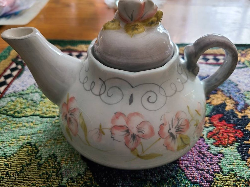 with love fragrance Made by Mimi Country Glows muave color wax Tea Pot candle