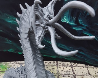 Giant Larvae Alpha Worm Miniature Mini Figure Model Dungeons /& Dragons D/&D