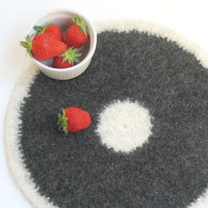 Felted placemat Cream and dark gray Organic series
