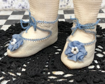 """Leather doll shoes 6,5 cm  -  2  4\8  """"  French style for an antique doll dingy white with blue rosettes."""