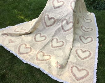 Rose heart patterned quilt